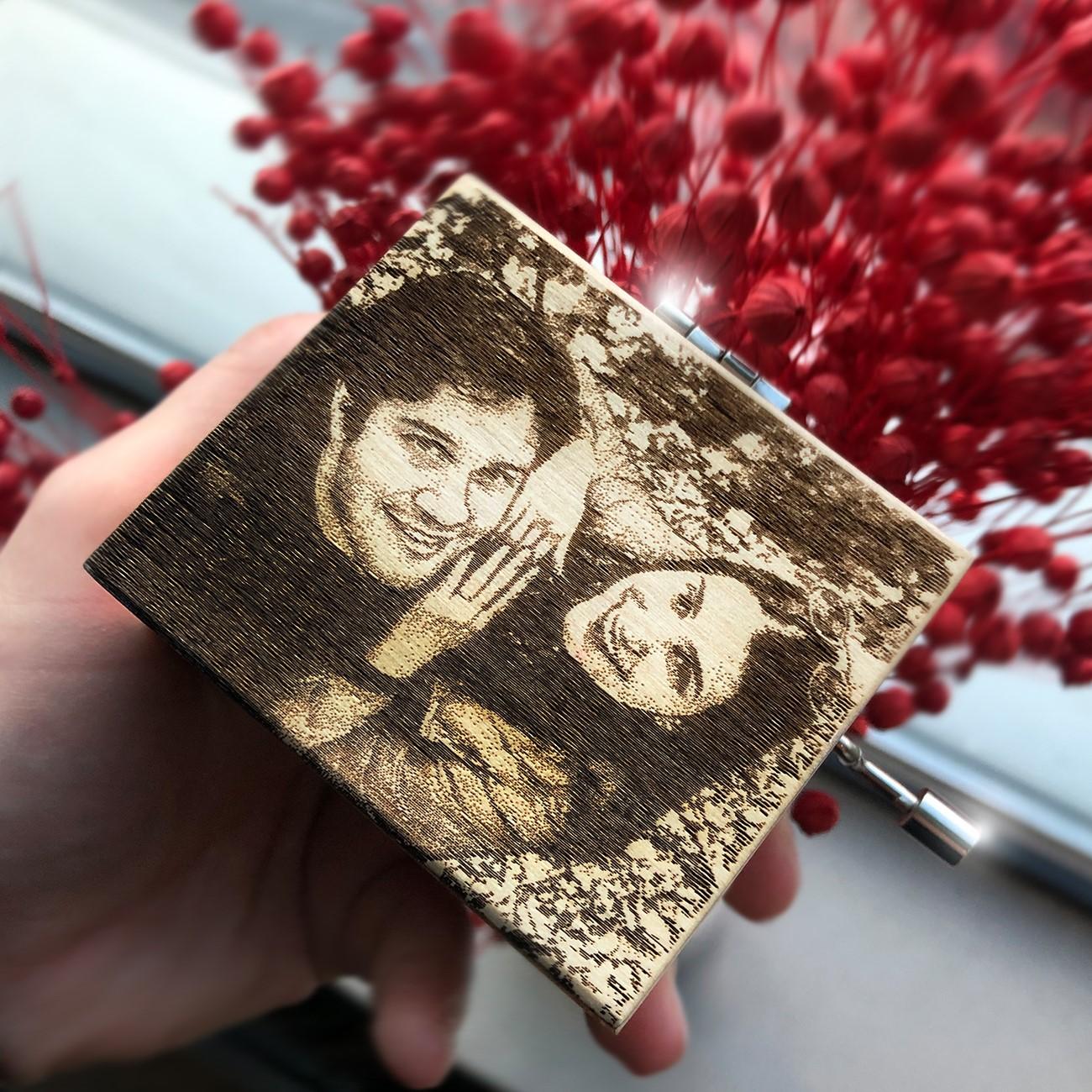 Kişiye Özel Resimli Ahşap Müzik Kutusu - Thumbnail