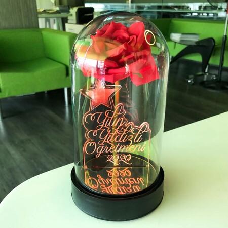 Yılın Yıldızlı Öğretmeni Cam Fanus Kişiye Özel Yazılı Lamba Kırmızı Gül 21 cm - Thumbnail