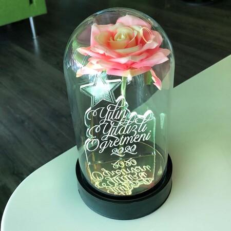 - Yılın Yıldızlı Öğretmeni Cam Fanus Kişiye Özel Yazılı Lamba Pembe Gül 21 cm
